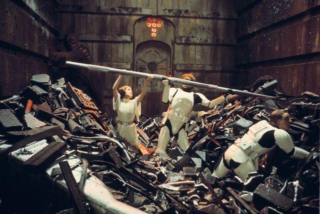 "Trash compactor makes 10-foot ""logs"""