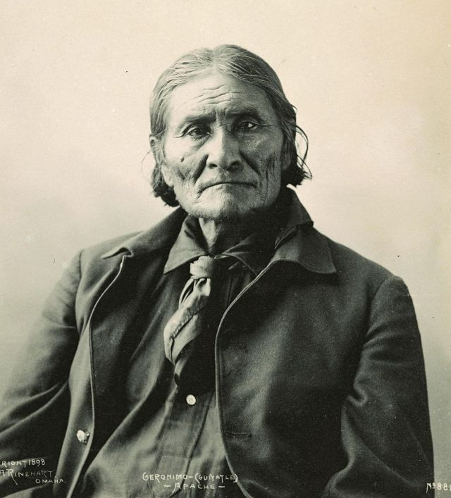 1084px-GeronimoRinehart